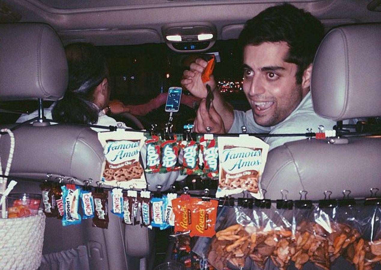 09_-_A_Lyft_driver_sells_snacks_to_late-night_passengers__Los_Angeles_22-10-2015.jpg